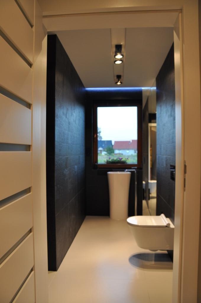 Wąska łazienka Z Oknem Kamionki Laboratorium Form